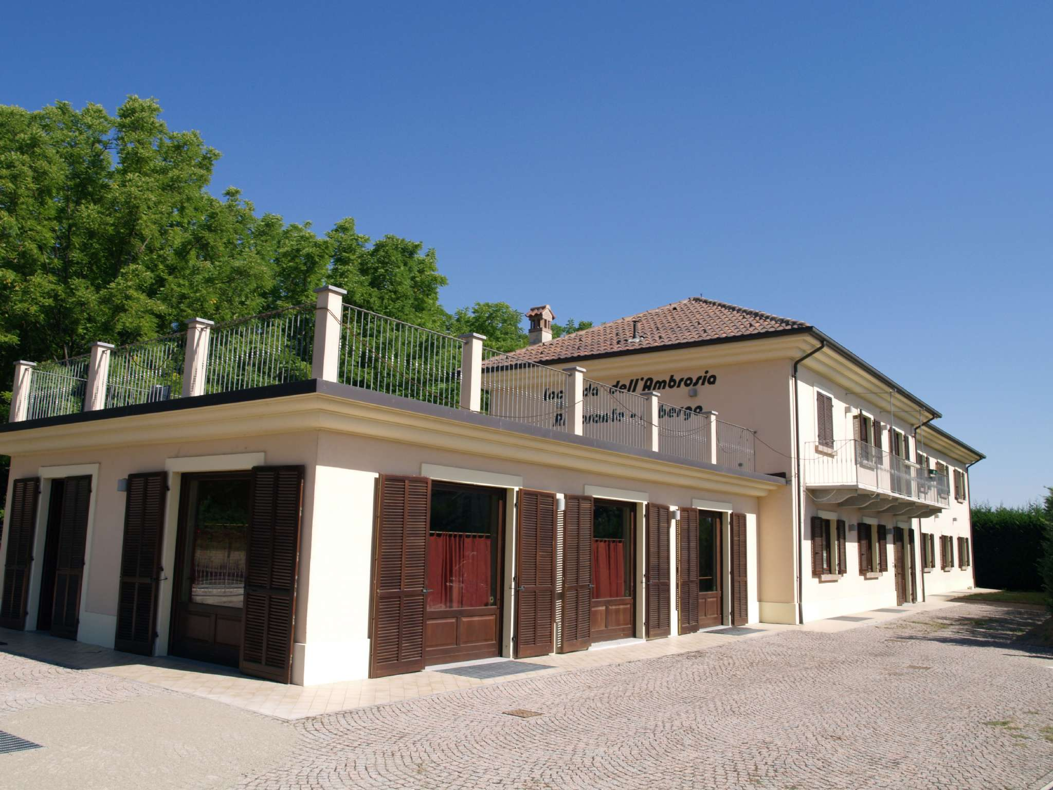 Immobile Commerciale in vendita a Magliano Alfieri, 10 locali, prezzo € 850.000 | CambioCasa.it