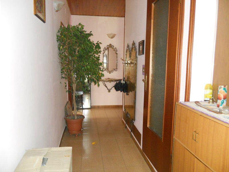 Appartamento in vendita a Torino, 5 locali, zona Zona: 10 . Aurora, Valdocco, prezzo € 139.000 | Cambiocasa.it