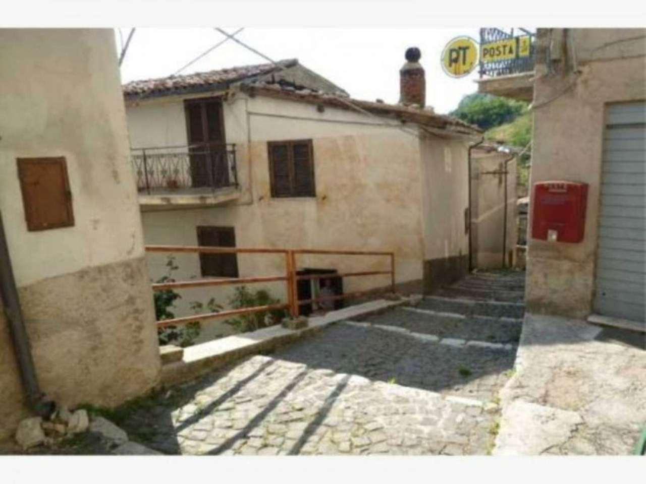 Soluzione Indipendente in vendita a Carsoli, 5 locali, prezzo € 90.000 | Cambio Casa.it