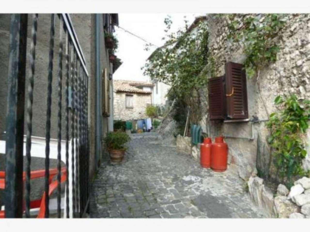 Bilocale Pereto Via Del Grappa 2