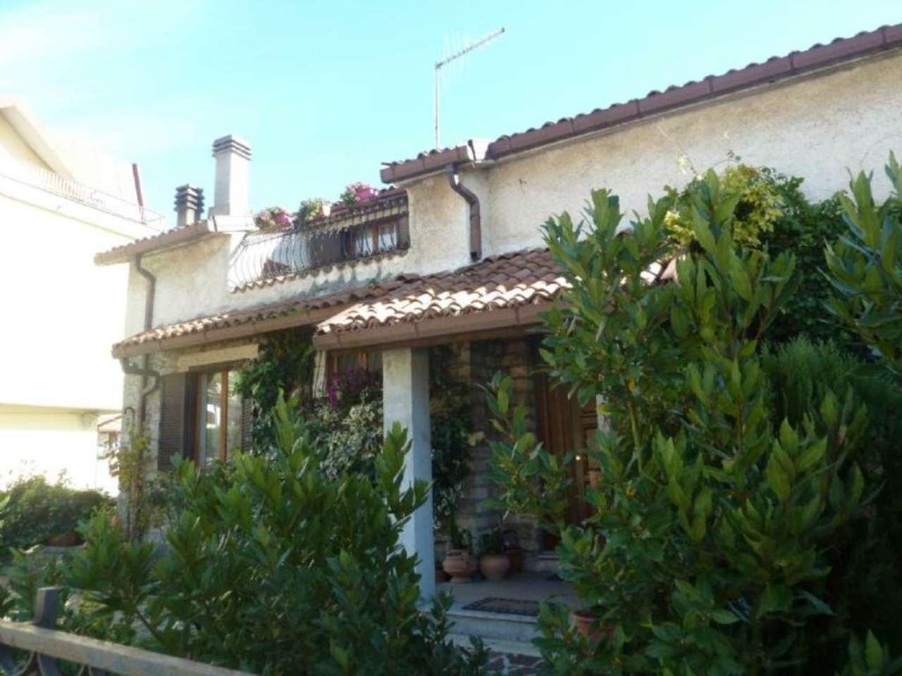 Soluzione Indipendente in vendita a Carsoli, 9 locali, prezzo € 380.000 | Cambio Casa.it