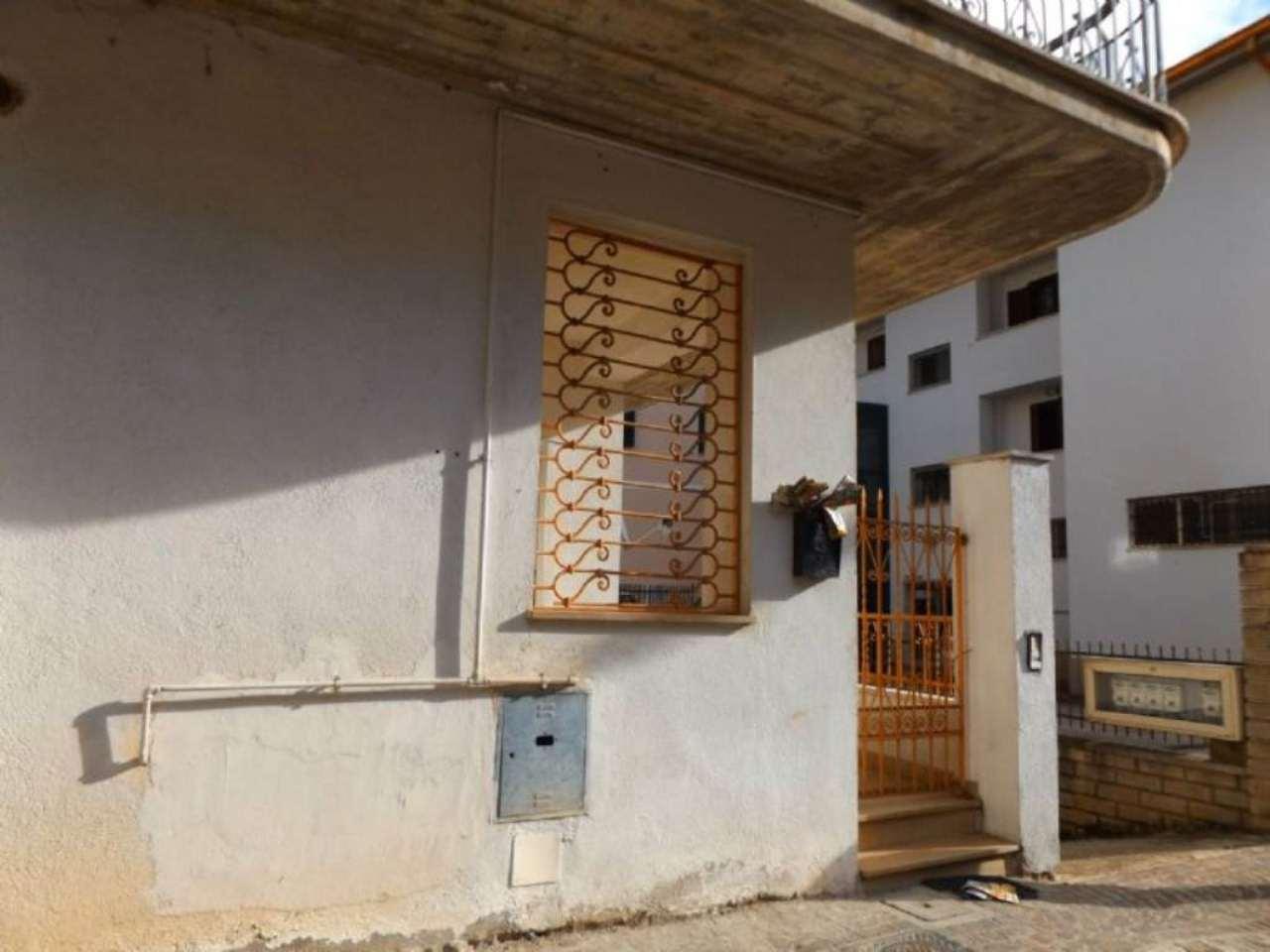 Appartamento in vendita a Carsoli, 3 locali, prezzo € 85.000 | Cambio Casa.it