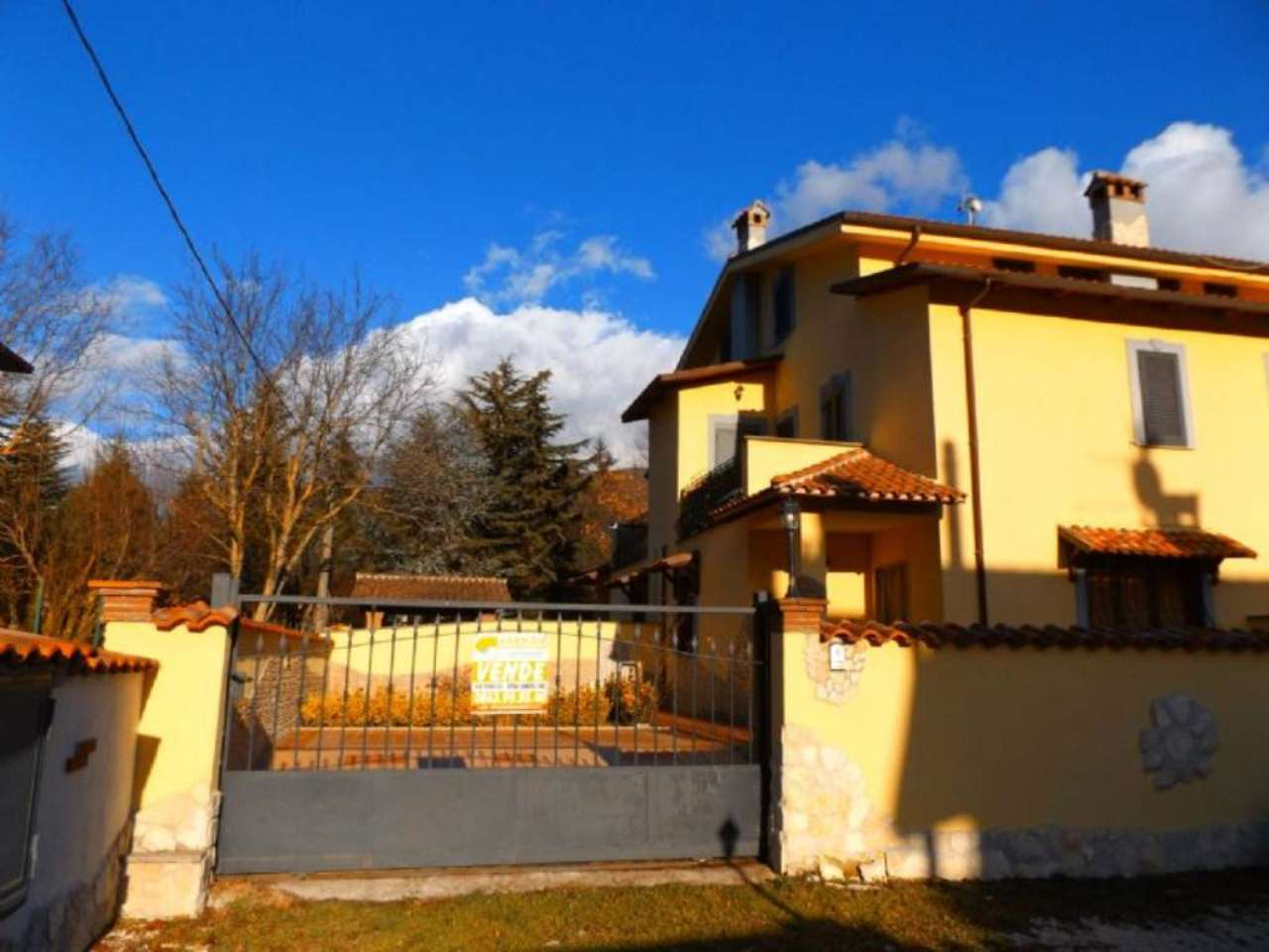 Villa Tri-Quadrifamiliare in vendita a Rocca di Botte, 5 locali, prezzo € 130.000 | Cambio Casa.it