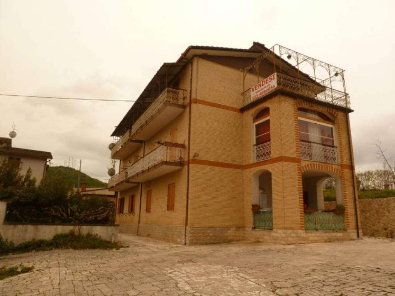Appartamento in vendita a Oricola, 3 locali, prezzo € 78.000 | Cambio Casa.it