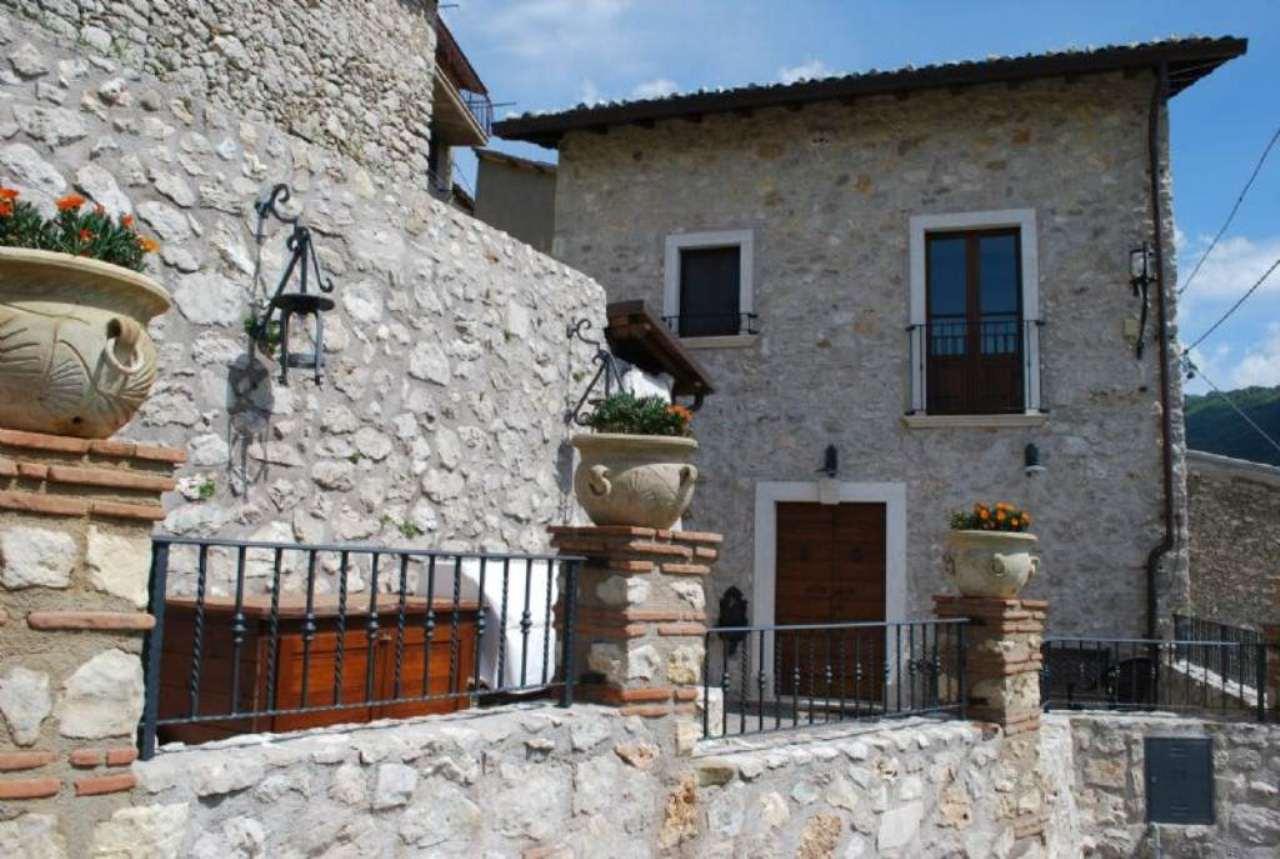 Soluzione Indipendente in vendita a Pereto, 5 locali, prezzo € 255.000 | Cambio Casa.it