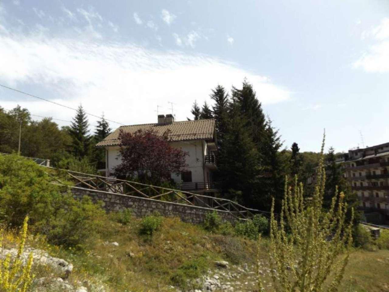 Villa Tri-Quadrifamiliare in Vendita a Tagliacozzo