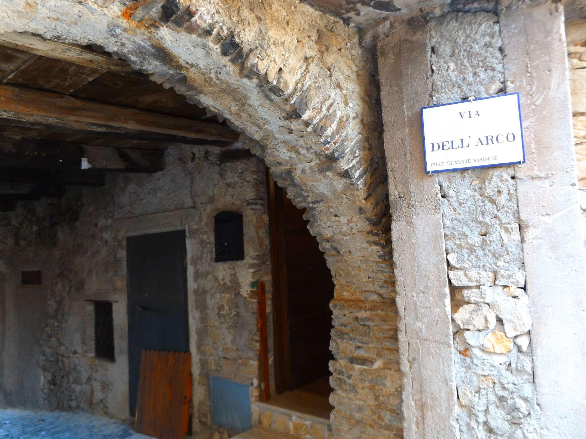 Palazzo / Stabile in vendita a Carsoli, 4 locali, prezzo € 43.000 | CambioCasa.it
