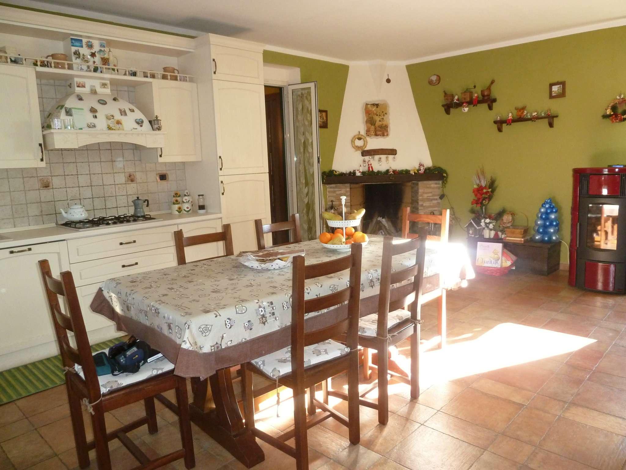 Soluzione Indipendente in vendita a Oricola, 5 locali, prezzo € 295.000 | CambioCasa.it