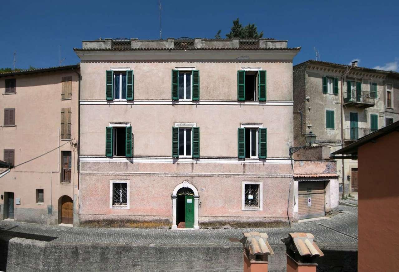 Palazzo / Stabile in vendita a Arsoli, 20 locali, prezzo € 250.000 | CambioCasa.it