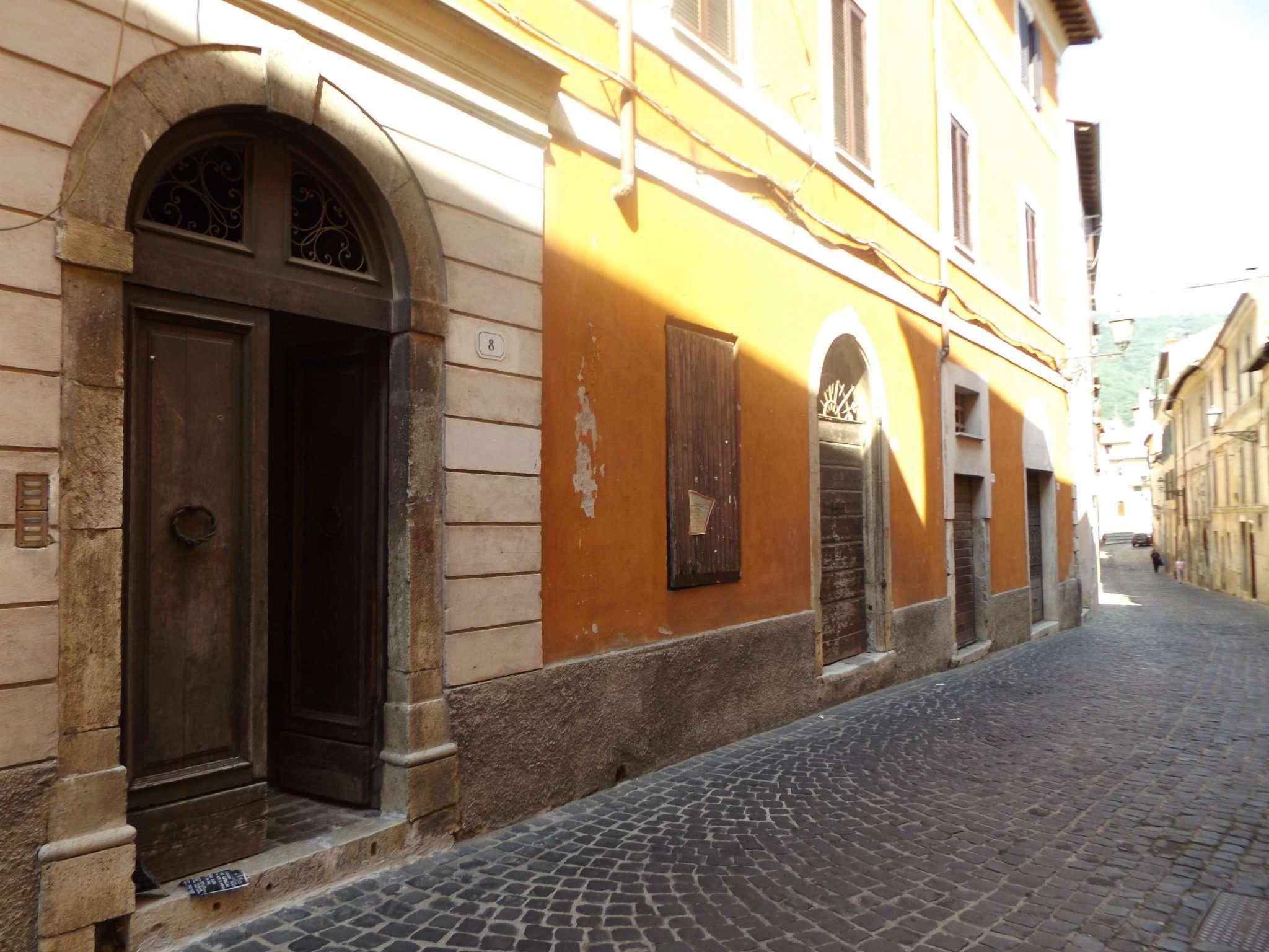 Appartamento in vendita a Arsoli, 4 locali, prezzo € 70.000 | CambioCasa.it