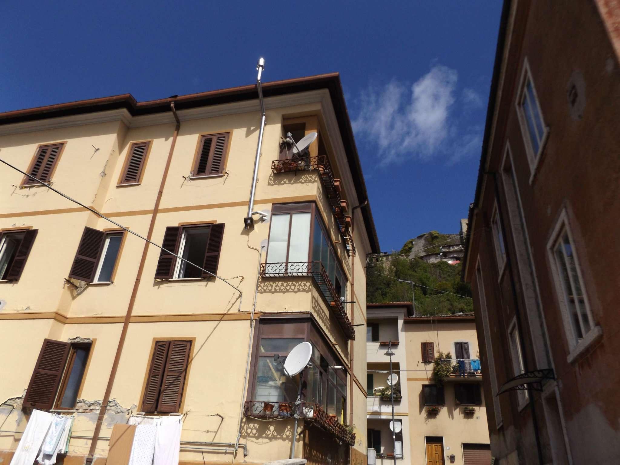 Appartamento in vendita a Carsoli, 5 locali, prezzo € 95.000 | CambioCasa.it