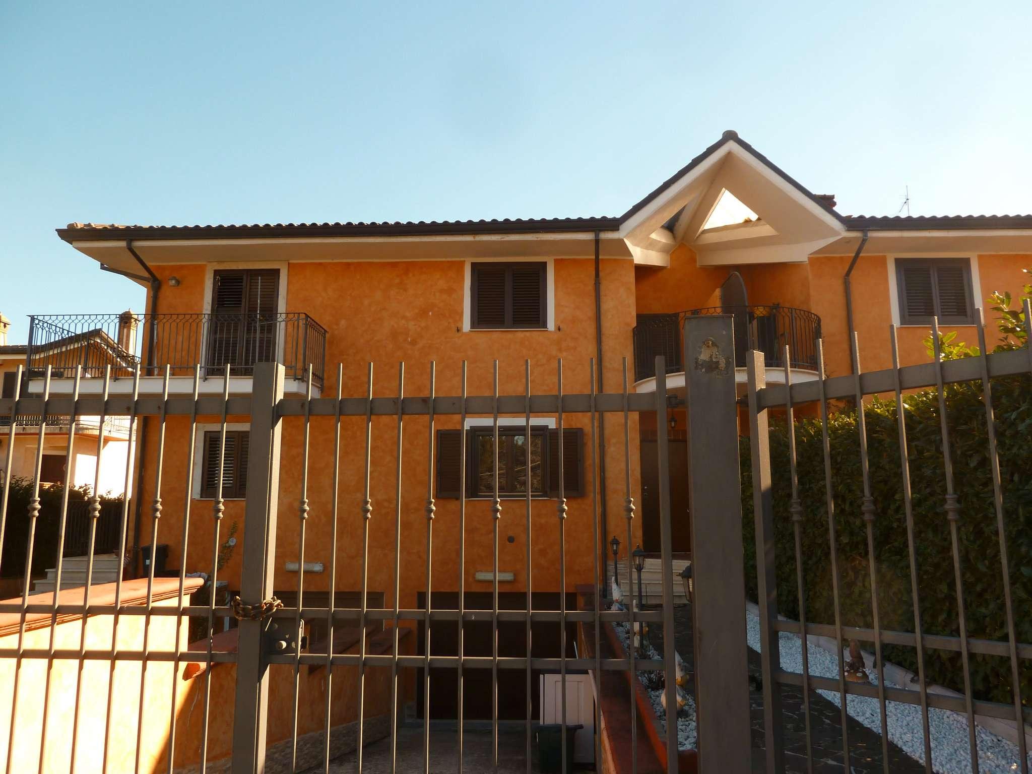 Villa Tri-Quadrifamiliare in Vendita a Oricola