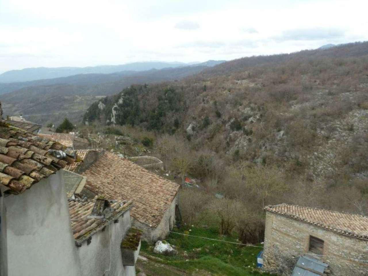 Appartamento in vendita a Carsoli, 3 locali, prezzo € 40.000 | Cambio Casa.it