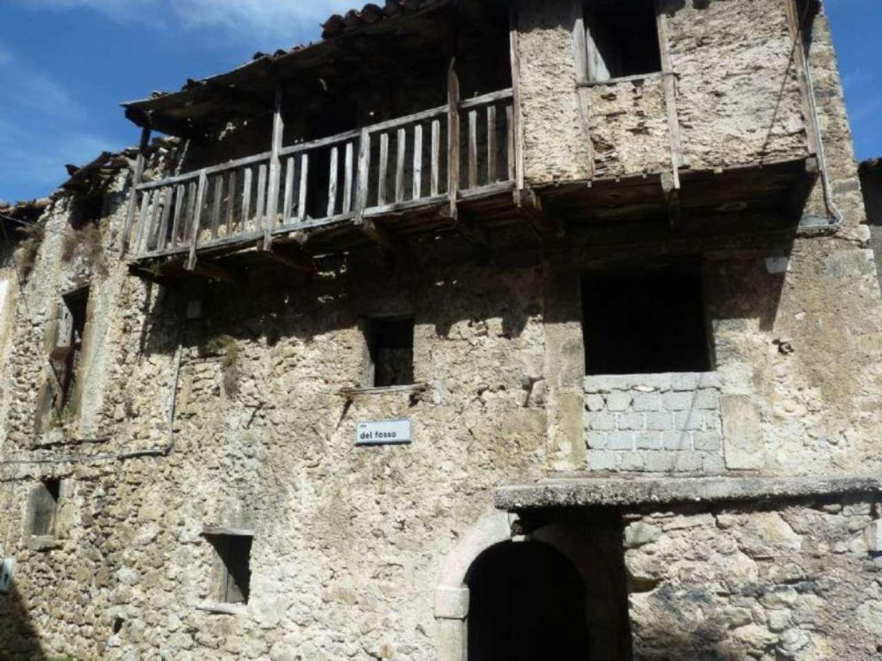 Palazzo / Stabile in vendita a Borgorose, 6 locali, prezzo € 8.000 | CambioCasa.it