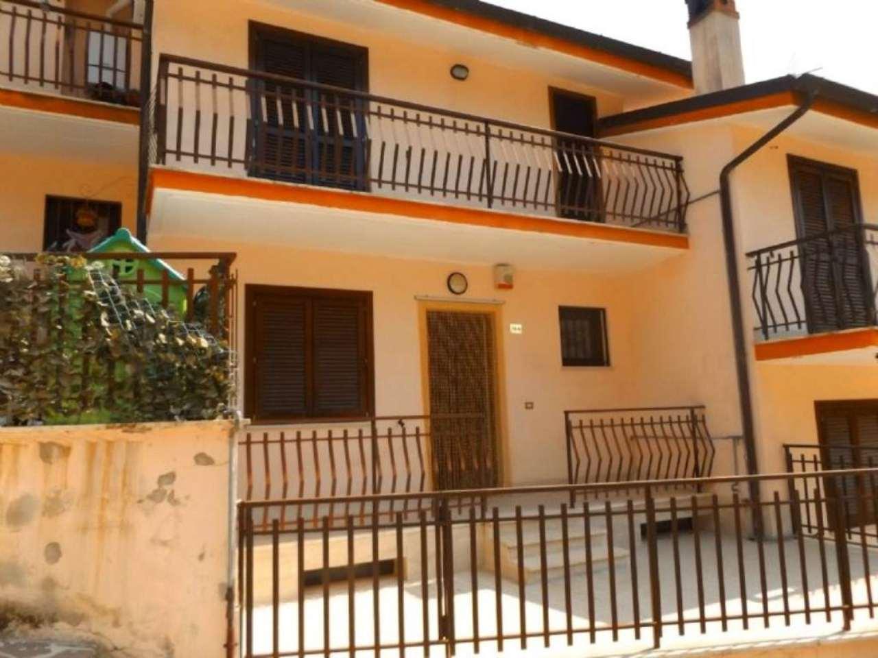 Villa Tri-Quadrifamiliare in vendita a Oricola, 5 locali, prezzo € 198.000 | Cambio Casa.it