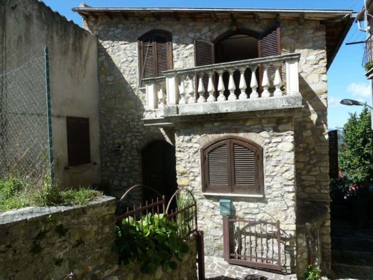 Soluzione Indipendente in vendita a Carsoli, 7 locali, prezzo € 195.000 | Cambio Casa.it