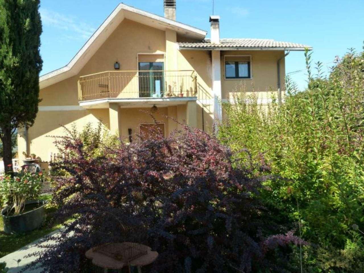 Villa in vendita a Carsoli, 9 locali, prezzo € 140.000 | CambioCasa.it