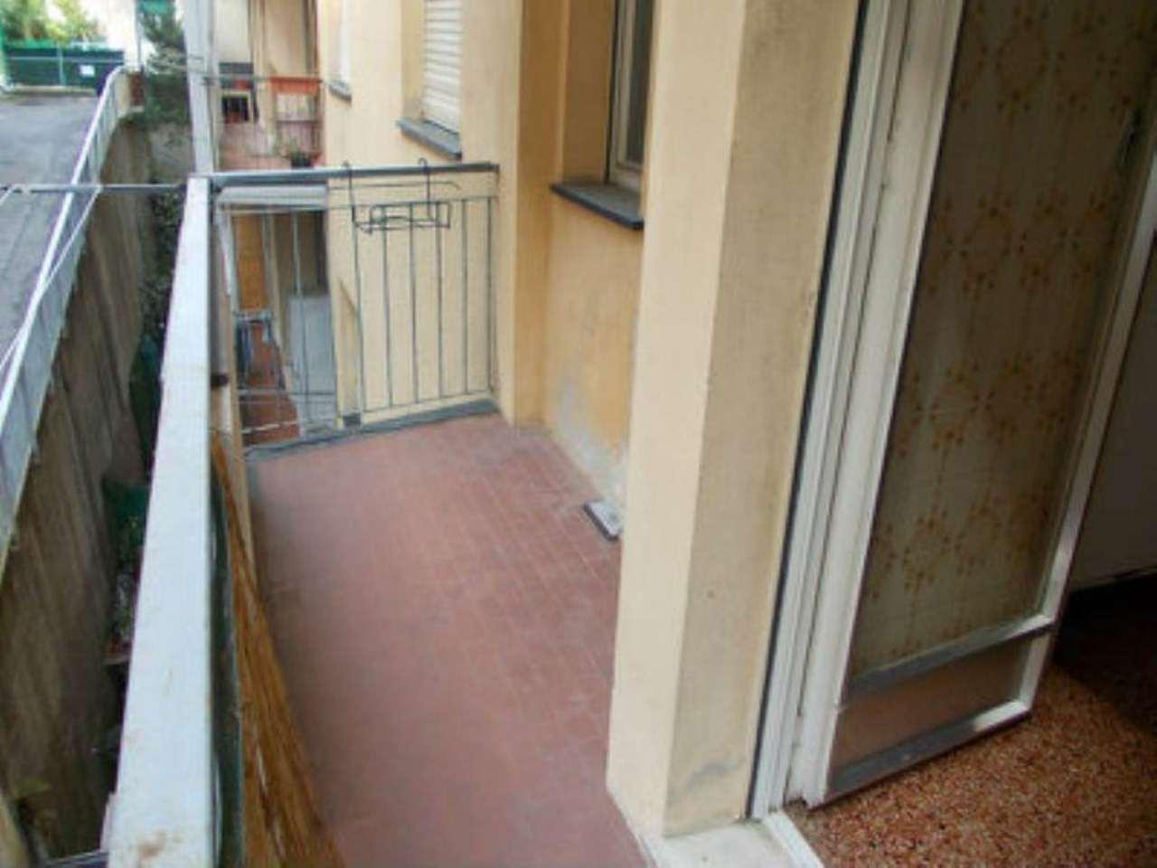 Bilocale Genova Via Bonacchi 11