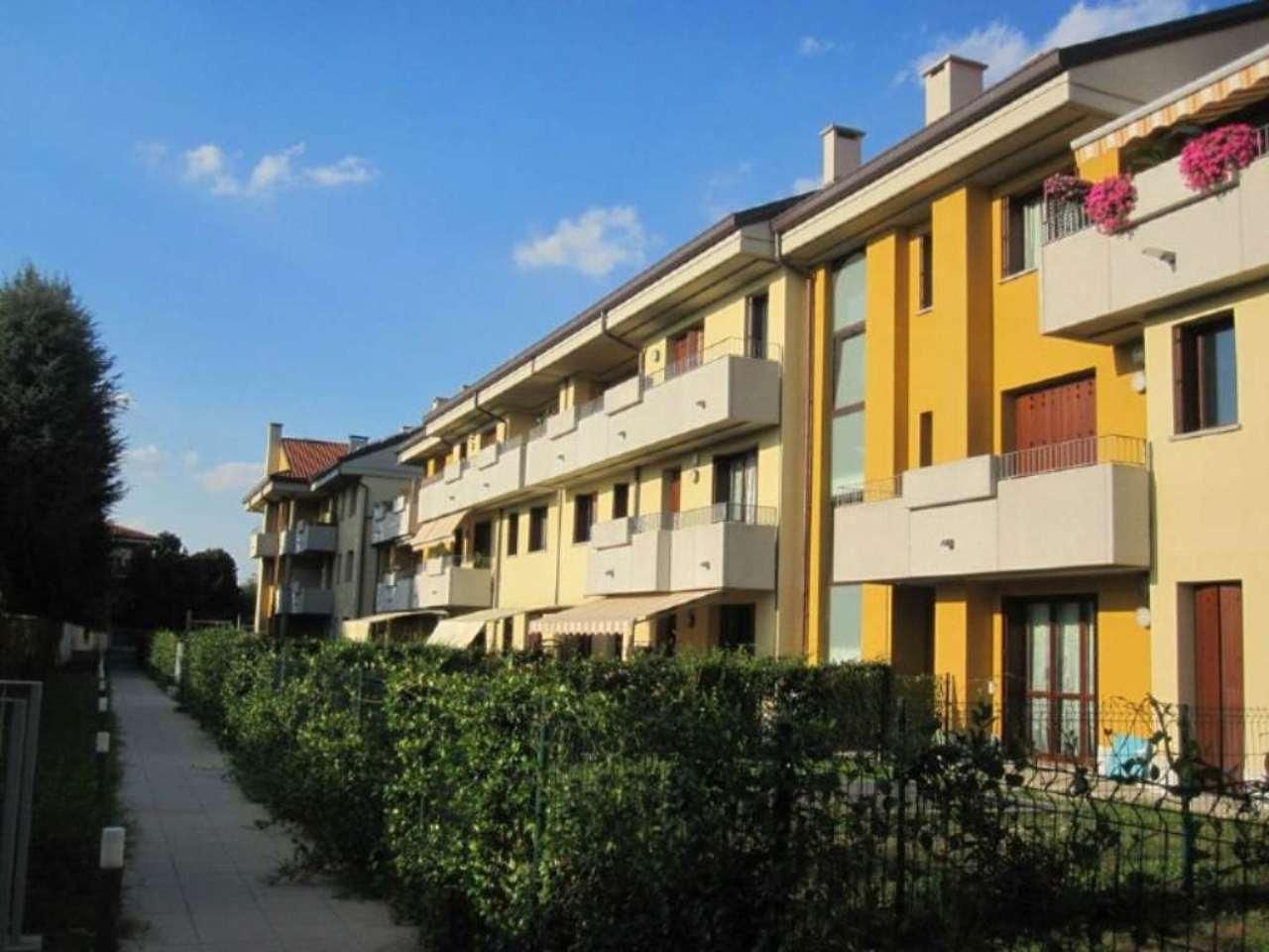 Bilocale Desio Via San Pietro 3