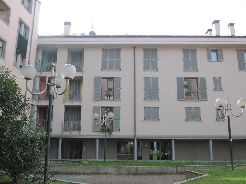 Bilocale Desio Via San Pietro 6