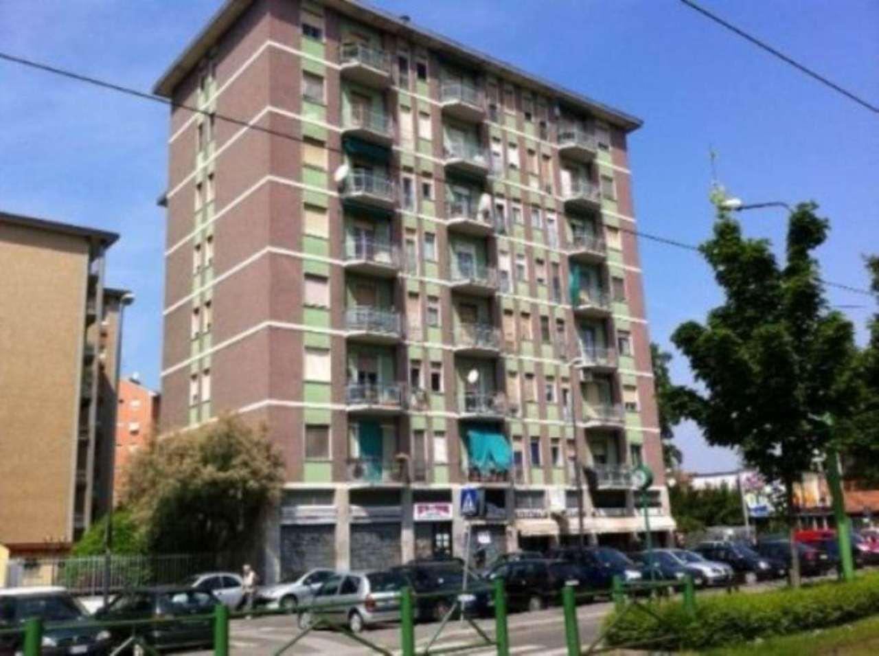 Bilocale Milano Via Ornato 1