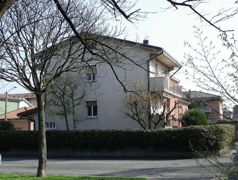 Villa in vendita a Nova Milanese, 10 locali, prezzo € 400.000 | Cambio Casa.it