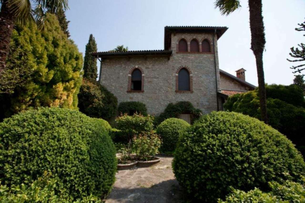 Villa in vendita a Bergamo, 10 locali, Trattative riservate   CambioCasa.it