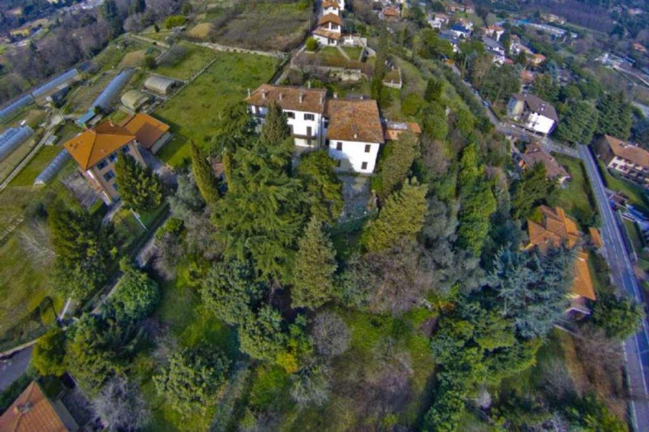 Villa in vendita a Bergamo, 10 locali, Trattative riservate | CambioCasa.it
