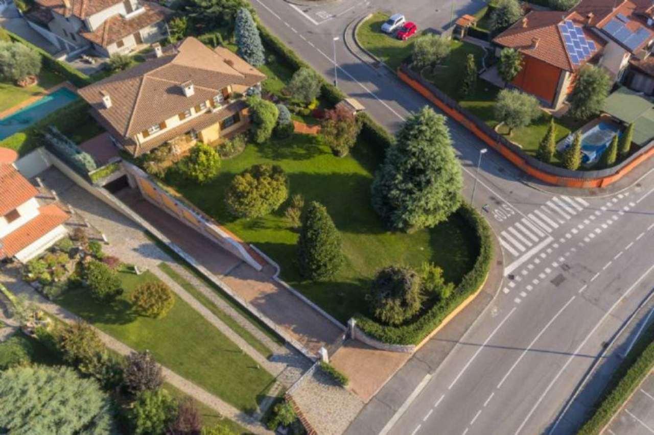Villa in vendita a Ghisalba, 7 locali, prezzo € 765.000 | Cambio Casa.it