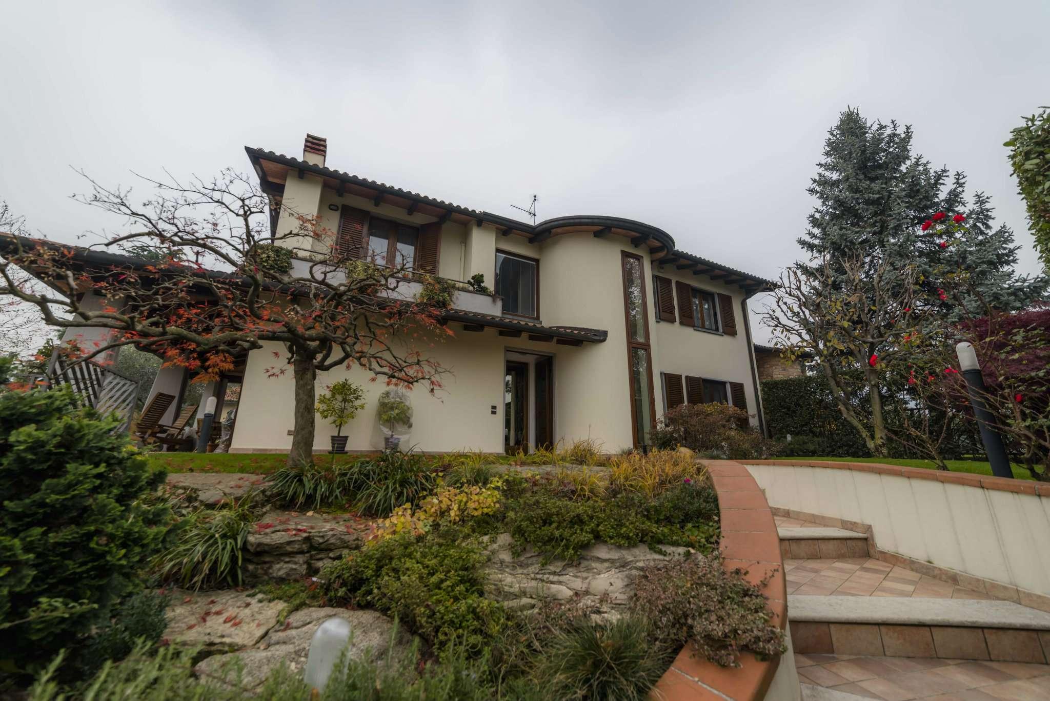 Villa in Vendita a Scanzorosciate
