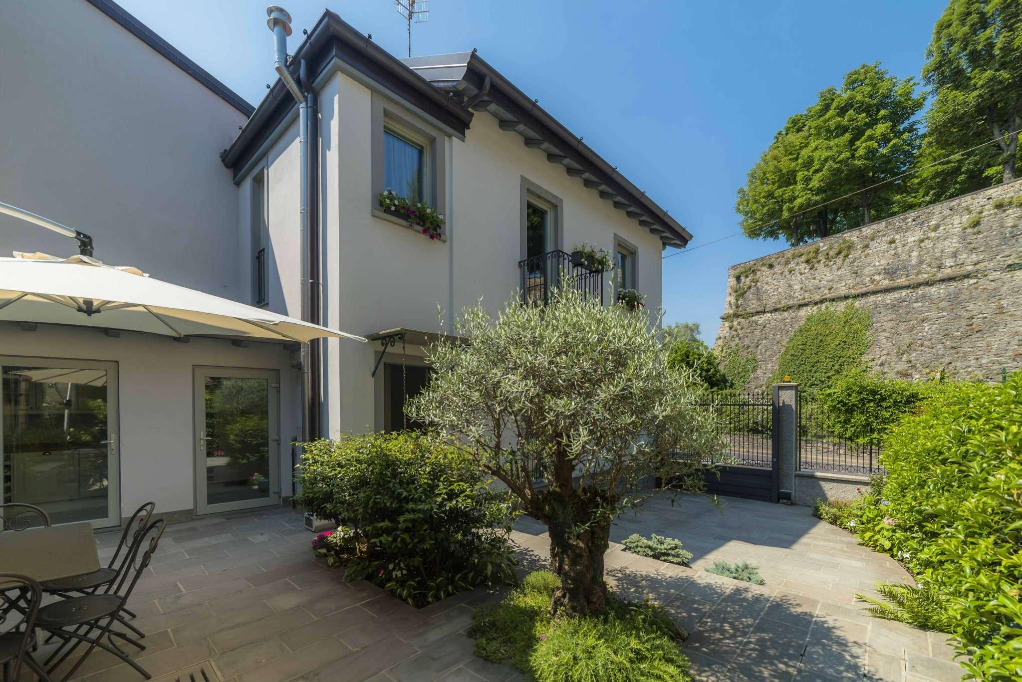 Villa in Vendita a Bergamo