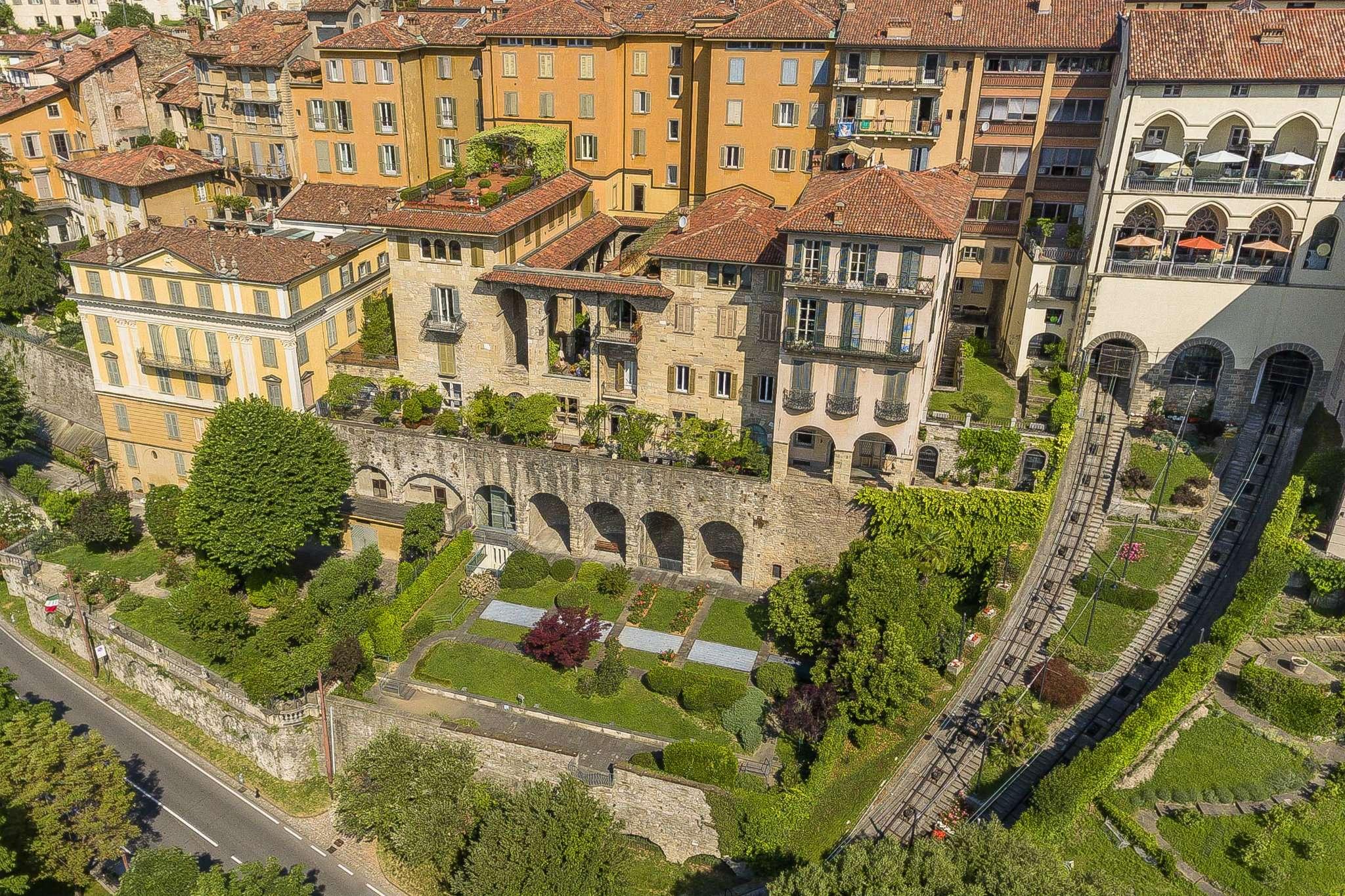 Appartamento in vendita a Bergamo, 6 locali, Trattative riservate | CambioCasa.it