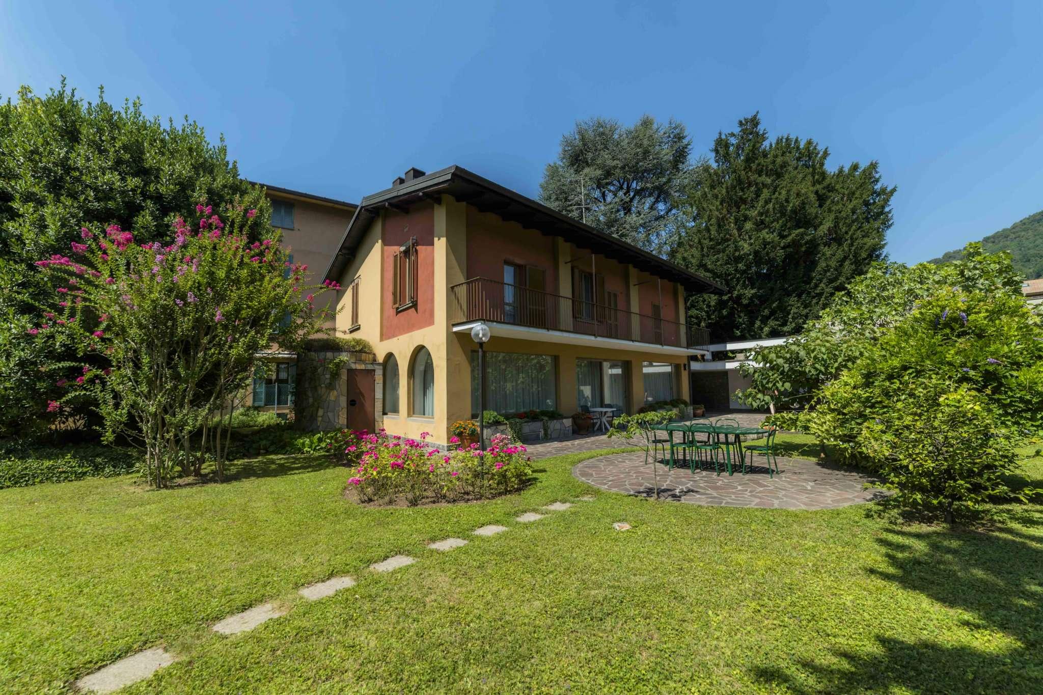 Villa in vendita a Nembro, 8 locali, prezzo € 1.000.000 | CambioCasa.it