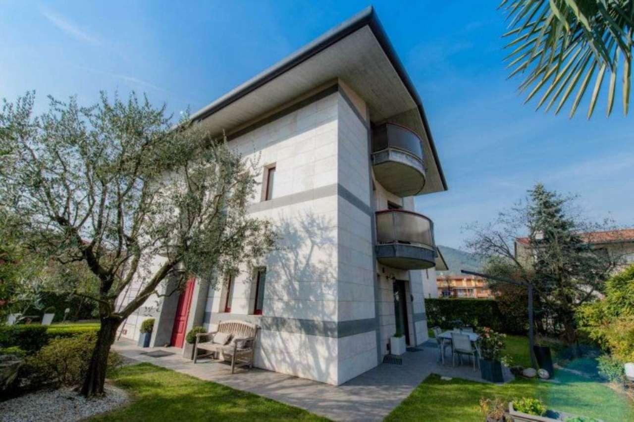 Villa in vendita a Bergamo, 8 locali, prezzo € 1.050.000 | CambioCasa.it