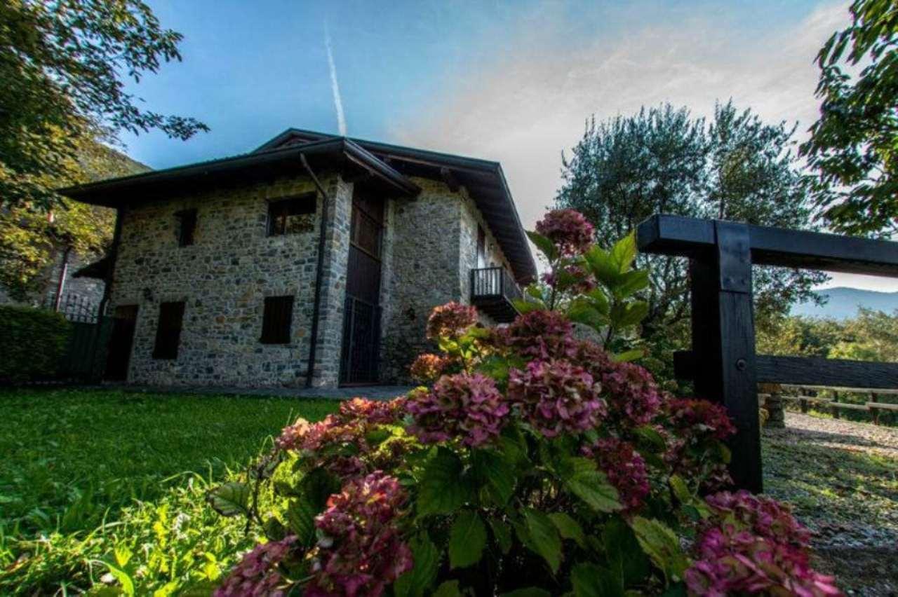 Villa in vendita a Albino, 10 locali, prezzo € 750.000 | CambioCasa.it