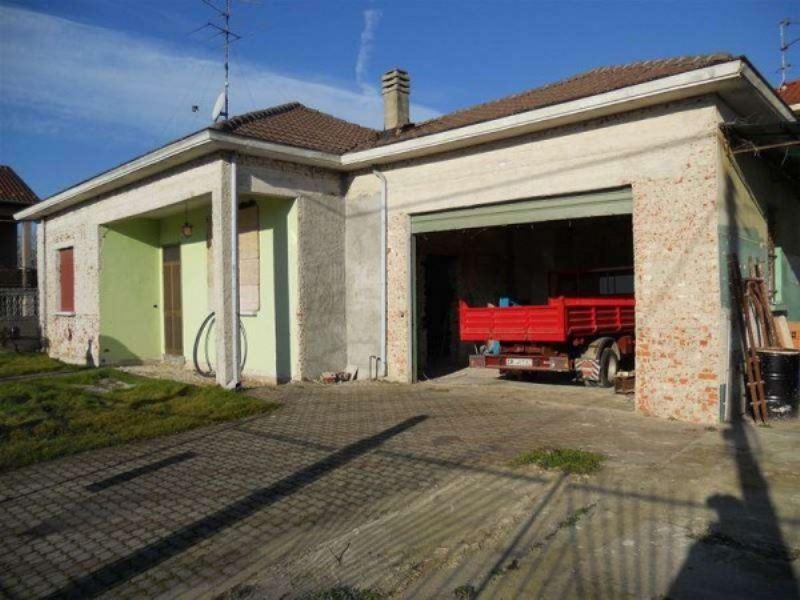 Villa in vendita a Vigevano, 6 locali, prezzo € 110.000 | Cambio Casa.it