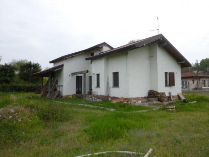 Villa in vendita a Vigevano, 5 locali, prezzo € 250.000   Cambio Casa.it