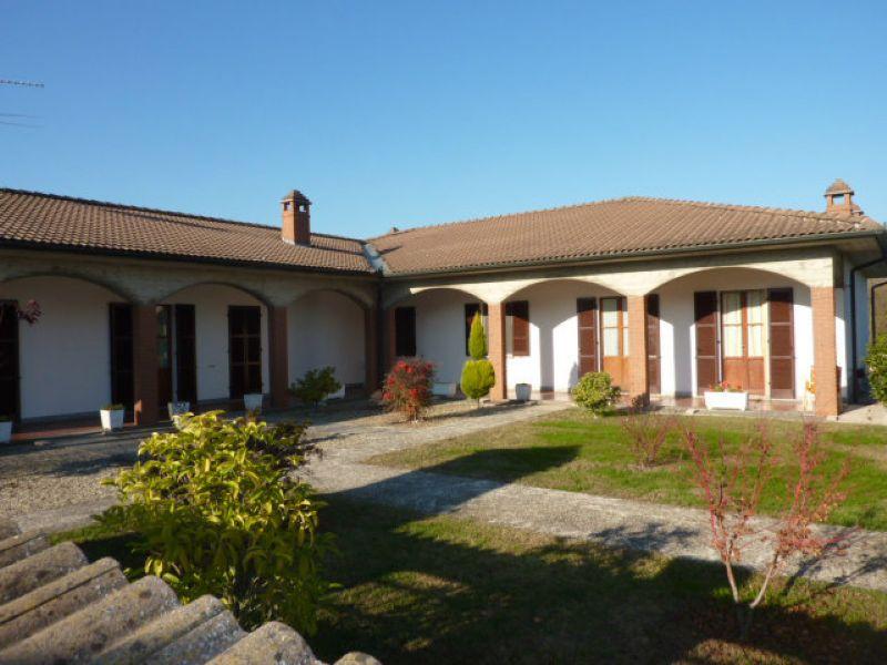 Villa in vendita a Mortara, 10 locali, prezzo € 290.000 | Cambio Casa.it