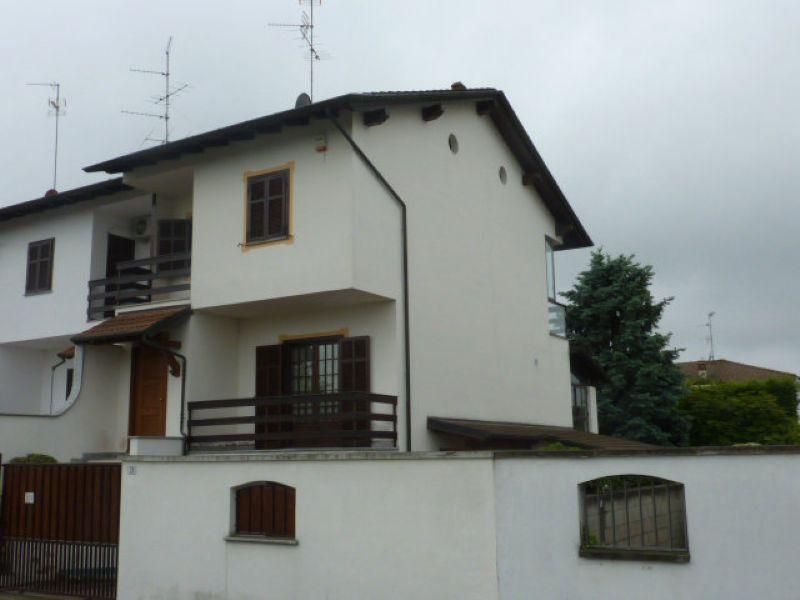 Villa-Villetta Villa in Vendita a Robbio