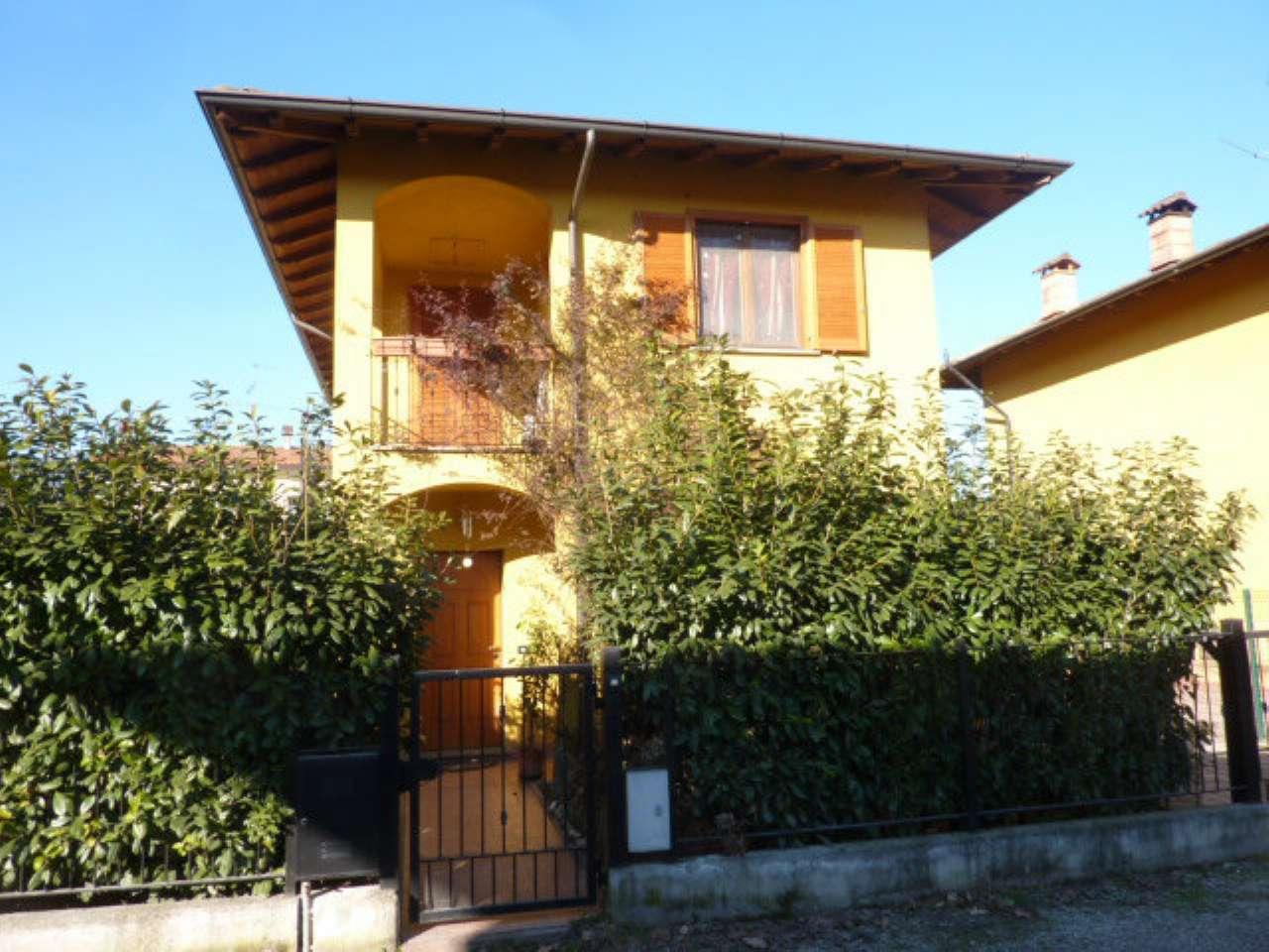 Villa in vendita a Vigevano, 5 locali, prezzo € 195.000 | Cambio Casa.it