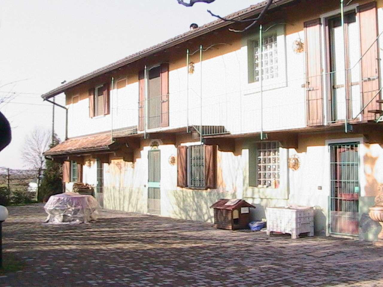 Rustico / Casale in vendita a Mortara, 8 locali, prezzo € 250.000   CambioCasa.it