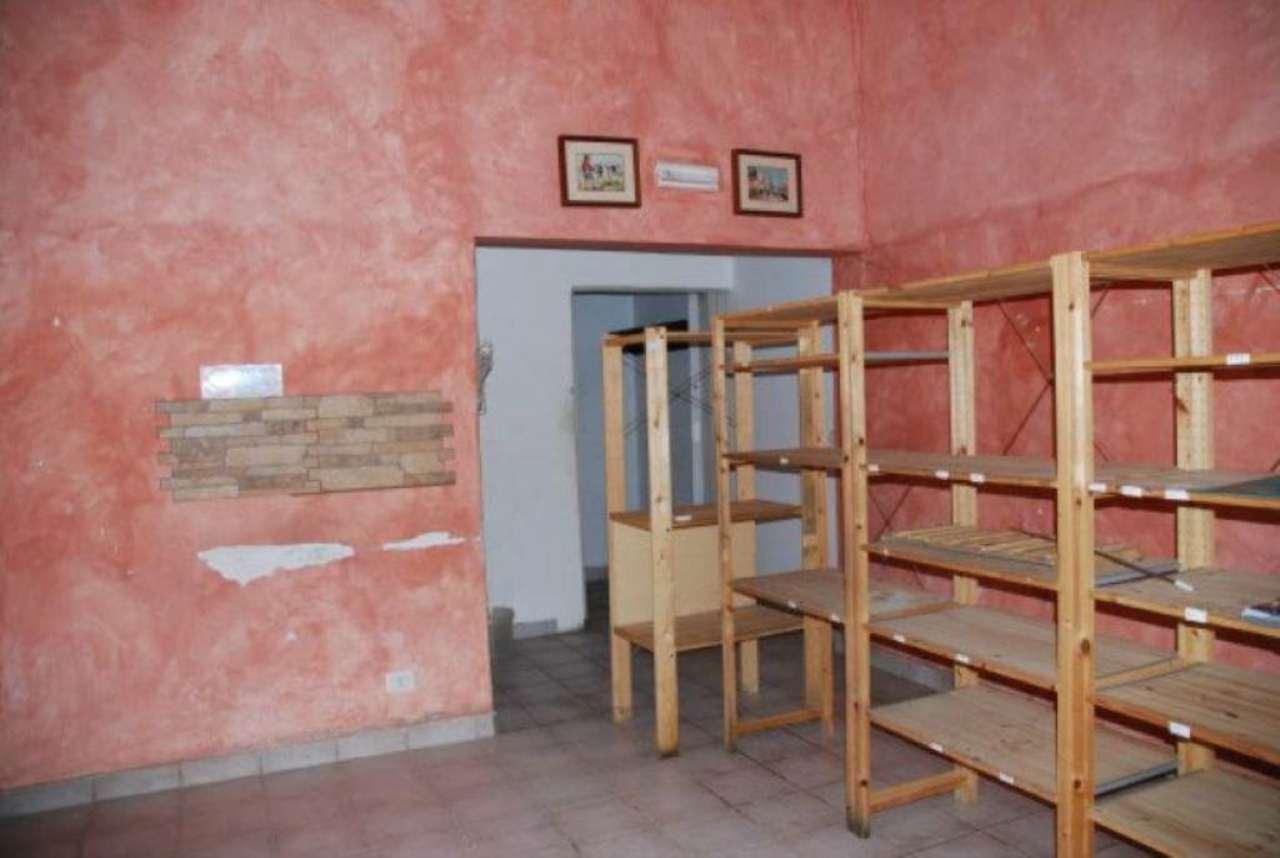 Negozio / Locale in affitto a Modena, 1 locali, prezzo € 300   Cambio Casa.it