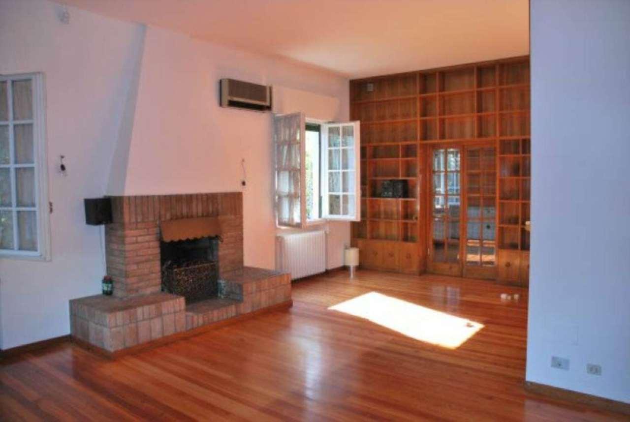 Soluzione Indipendente in affitto a Modena, 9 locali, prezzo € 2.000 | Cambio Casa.it