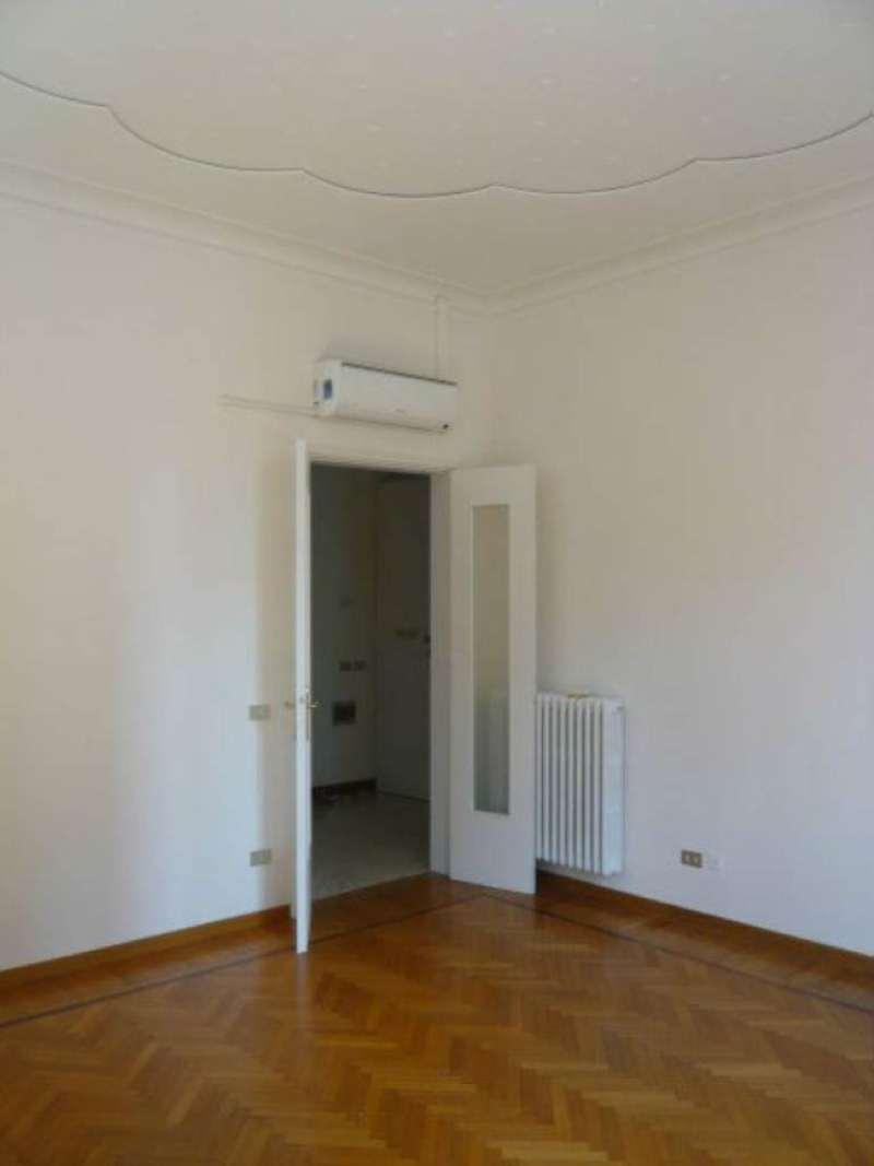 Appartamento in affitto a Modena, 8 locali, prezzo € 1.200 | Cambio Casa.it