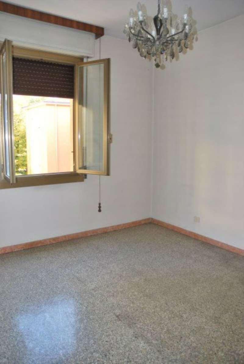 Appartamento in vendita a Modena, 4 locali, prezzo € 89.000 | Cambio Casa.it