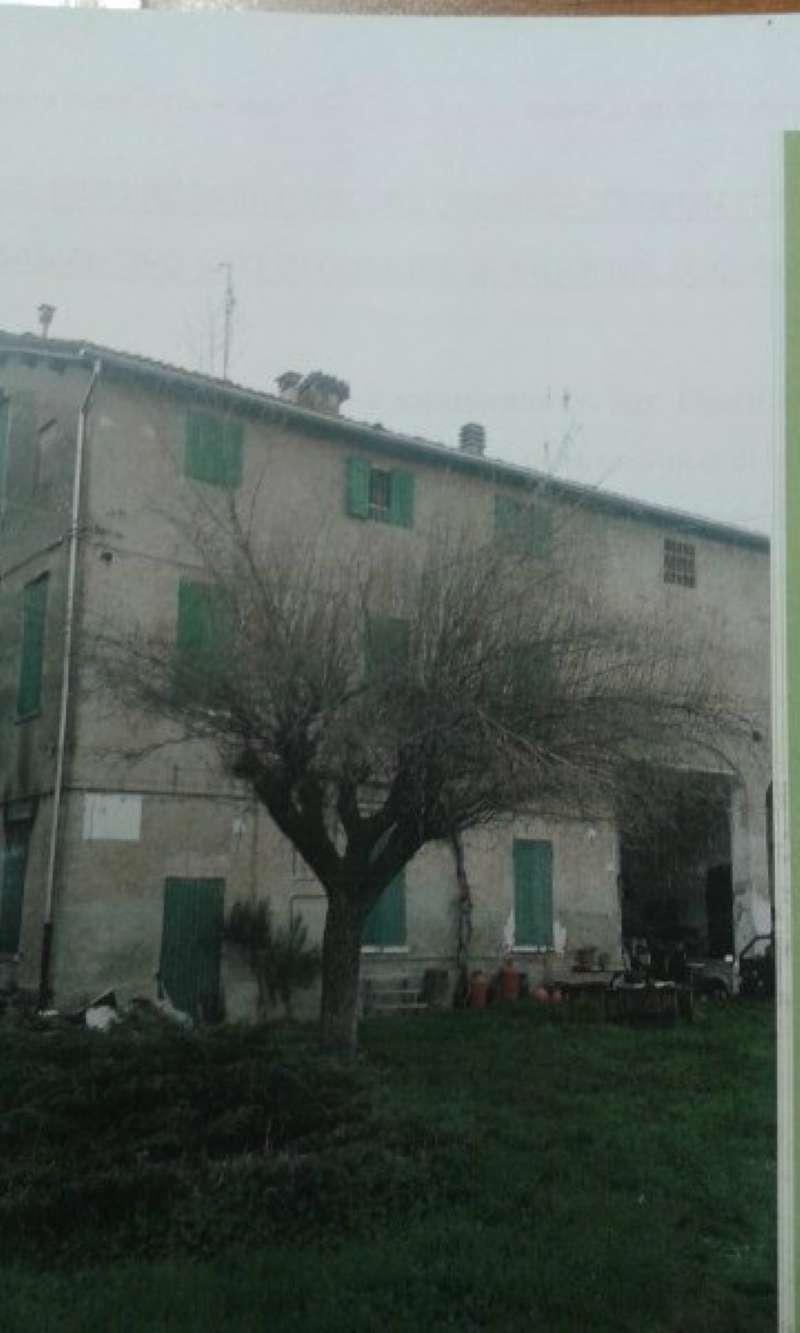 Rustico / Casale in vendita a Modena, 20 locali, prezzo € 600.000 | CambioCasa.it