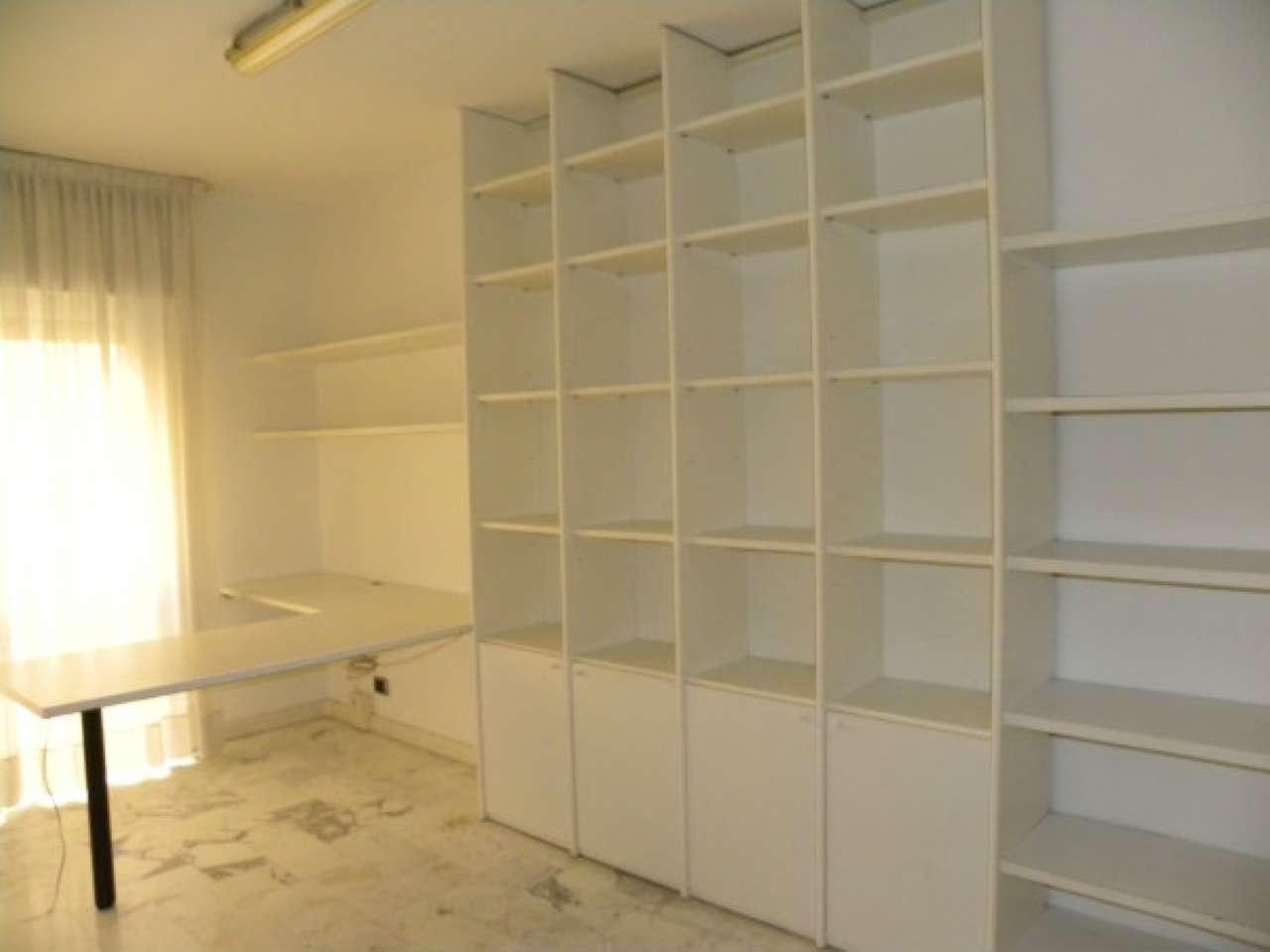 Ufficio / Studio in affitto a Modena, 4 locali, prezzo € 600   Cambio Casa.it