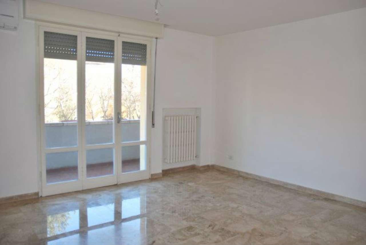 Appartamento in affitto a Modena, 5 locali, prezzo € 660 | Cambio Casa.it