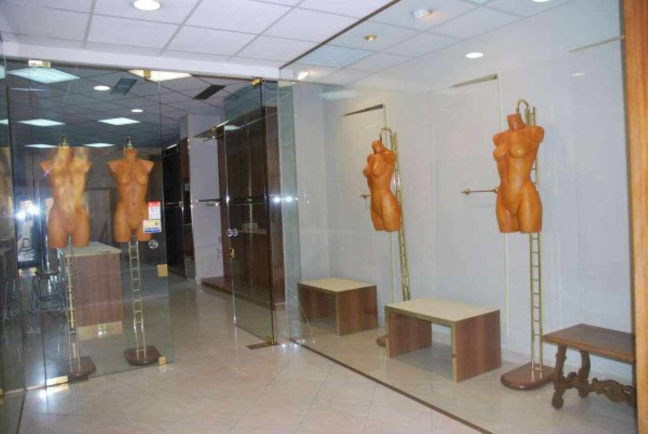 Negozio / Locale in vendita a Modena, 1 locali, prezzo € 300.000 | Cambio Casa.it