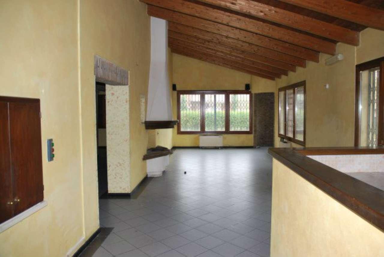 Negozio / Locale in affitto a Castelnuovo Rangone, 10 locali, prezzo € 3.500 | Cambio Casa.it
